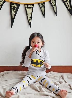 """<font color=#edb200>* JKIDS 2017 F / W *</font> <br>バットマンの衣装<br> <font color=""""#9f9f9f"""">*粋爆発部屋着* <br> *なごやに暖め*</font>"""